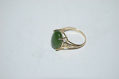 Vintage 14K Yellow Gold Very Nice Ring with Apple Green Jade Stone Size 5 3/4