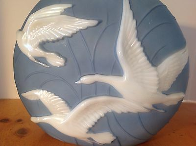 VINTAGE 1930 CONSOLIDATED PHOENIX ART GLASS PILLOW VASE FLYING DUCKS GEESE USA