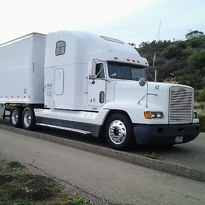 2000 Freightliner Conventional-Detroit series 60 -color white- Model FLD 120