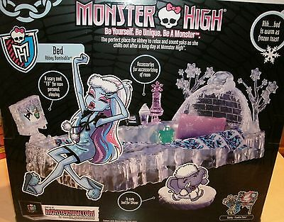 MONSTER HIGH REMARKABLE ABBEY BOMINABLE FREZZER BED SET WITH DOLL MINT NRFB