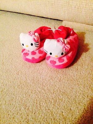 NWT Hello Kitty Slippers XL 11-12 ** NEW**