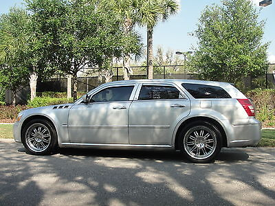 Dodge : Magnum 4dr Wgn R/T Immaculate*Clean Car Fax*only 33k miles*Garage kept*