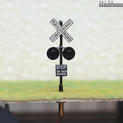 2 x HO OO Scale Railroad Crossing Signals 2mm LEDs made + Circuit board flasher