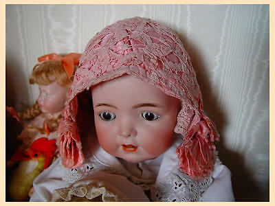 Antike Puppenhaube um 1890 aus rosa Seide antique doll bonnet