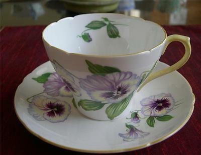 SHELLEY Fine Bone China  **PANSY**  Teacup & saucer