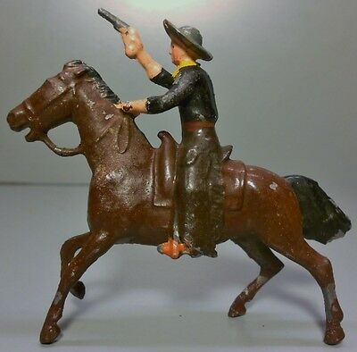 "Britains ""COWBOY WITH PISTOL ON HORSE"" Lead Toy Soldier No Breaks Free Shipping!"