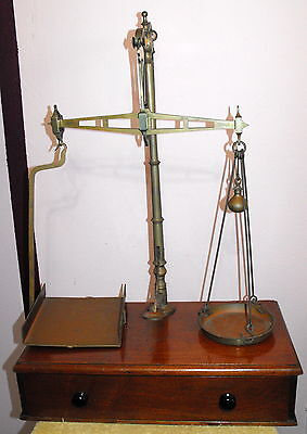ANTIQUE W&T AVERY LTD BIRMINGHAM BRASS SCALE WITH DRAWER AND WEIGHTS CLASS B