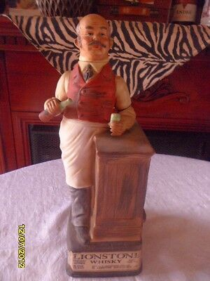 ~VINTAGE ~~LIONSTONE 4/5th BARTENDER WHISKEY DECANTER BOTTLE~~ Released in 1969