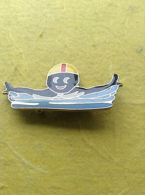 GENUINE ROBERTSONS GOLLY PIN BADGE LARGE SERIES SWIMMER YELLOW RED AP ON
