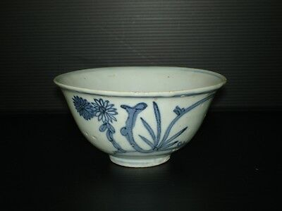 Ming dynasty 17th century blue and white bowl flower motif B34