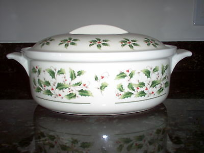 ROUND COVERED CASSEROLE DISH China HOLLY YULETIDE Made In Japan EXCELLENT HTF