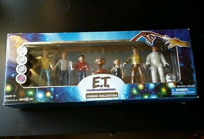E.T. THE EXTRA TERRESTRIAL Toys R Us Exclusive Limited Edition Figure Set 2001