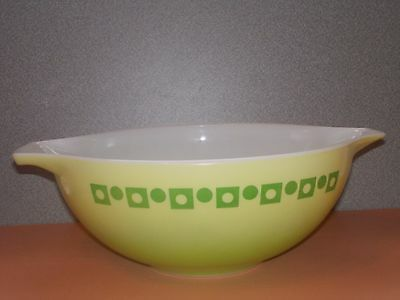 Pyrex GREEN DOT & SQUARE Retro 444 4 Qt. Promotional Bowl - Awesome Blendo type