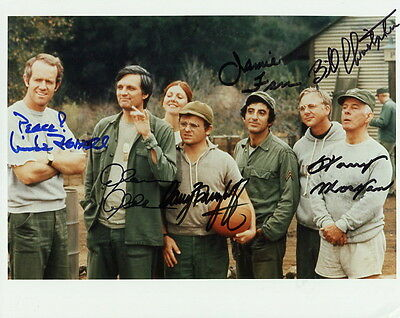 MASH HAND SIGNED 8x10 COLOR CAST PHOTO    SIGNED BY 6    VERY RARE    JSA LETTER