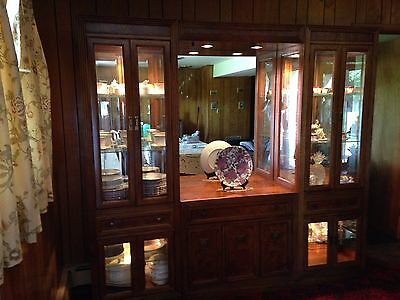 Solid Wood Thomasville Dinning Set with Curio China Cabinet
