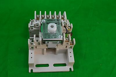Siemens Lighting Contactor Mechanically Held, 6 Pole, 20amps, 110-120v - CP3015A