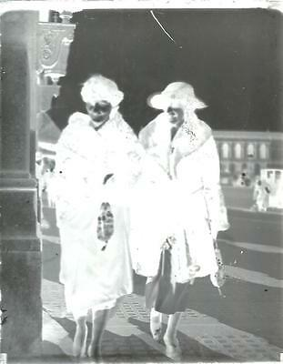 "VINTAGE 5"" x 4"" GLASS PLATE PHOTO NEGATIVE - 2 WOMEN ON A WALK WITH FURS"