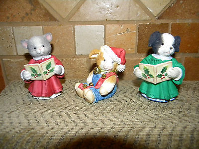 Mary Moo Jingle Bells Cat And Dog Carolers Purr-Fect Harmony
