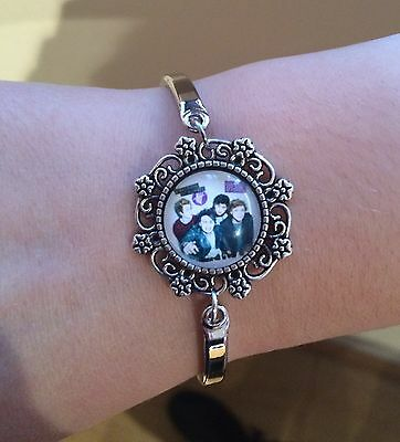 5 Seconds of Summer 5SOS Adjustable Bracelet. Great stocking filler.