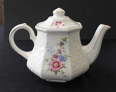 Vintage SADLER WINDSOR England FLORAL Basket Weave Hexogon Shape 6 Cups Teapot