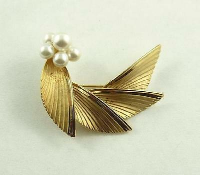 Lovely Vintage Bond Boyd Gilt Sterling Silver Brooch / Pin set with Faux Pearls