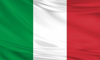 Italy Italian Giant Flag 8ft x 5ft / 2.5m x 1.5m Polyester with Eyelets