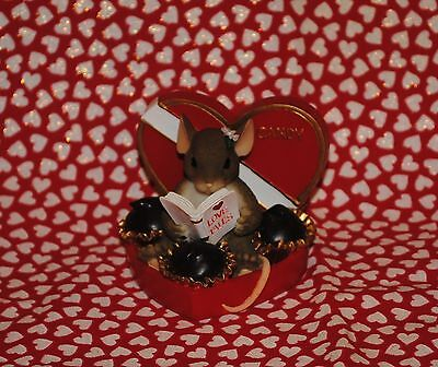 "2006 Charming Tails ""romantic At Heart"" Chocolate Box Mouse Sitting In Heart"