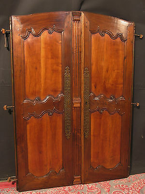 ancienne paire de portes d 39 armoire en chene avec fiches. Black Bedroom Furniture Sets. Home Design Ideas
