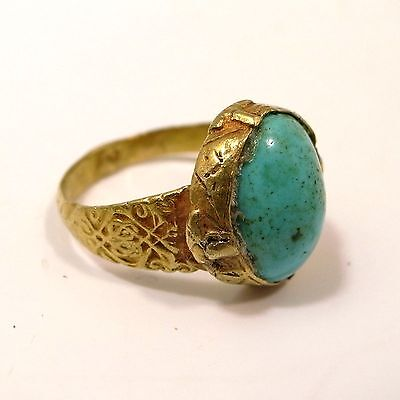 Saljuk Turkish or Middleeastern gold ring with torquoise stone12th century