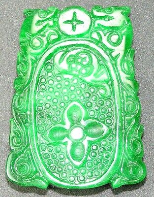 Natural Emerald Jade Carved Pendant  ( 天然色翡翠玉有雕刻的掛墜 )(a 098)