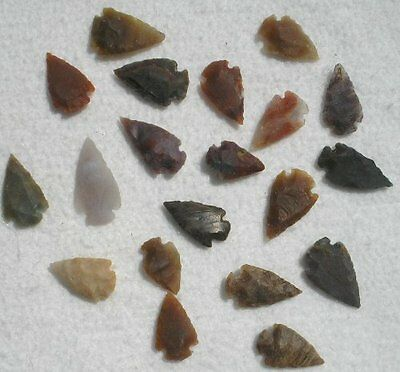 25 pcs Lot of Arrowheads Spearhead Bow Points Hunting Agate Flintstone Natural