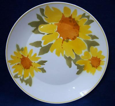 A Retro Mikasa Japan DOLLY Yellow Dinner Plate Classic 70's Design