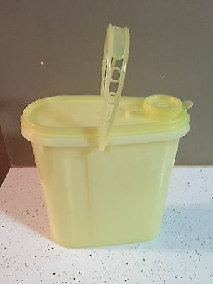 Vintage TUPPERWARE Lt. Yellow 2 Quart Beverage Pitcher with Lid/Handle GUC
