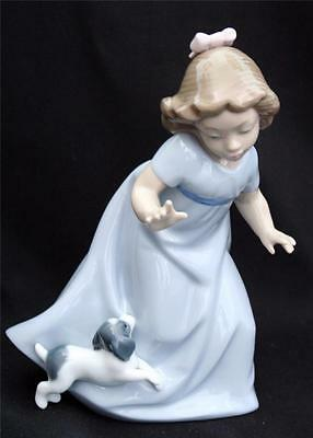Lladro / Nao Figurine Girl Running With Puppy 1027 Retired