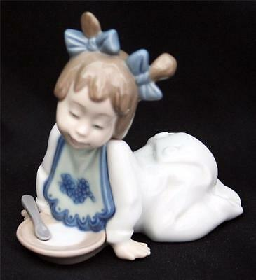 Lladro / Nao Figurine Not Hungry 1076 Retired