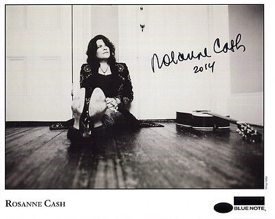 ROSANNE CASH HAND SIGNED 8x10 PHOTO+COA         GREAT COUNTRY MUSIC SINGER