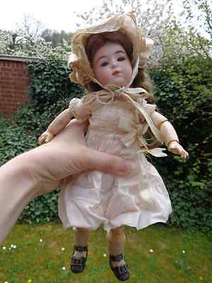 Antike Puppe Porzellankopfpuppe antike Kleidung antique doll with angelic face
