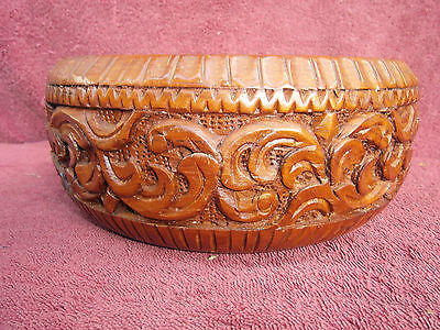 BEAUTIFUL GRAIN AND  BEAUTIFULLY  HAND-CARVED  TEAK  WOOD  BOWL  23cm. THAILAND