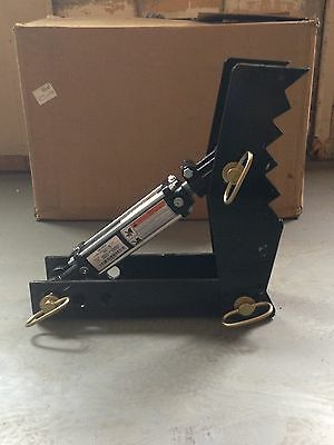 18 inch hydraulic Linville backhoe thumb