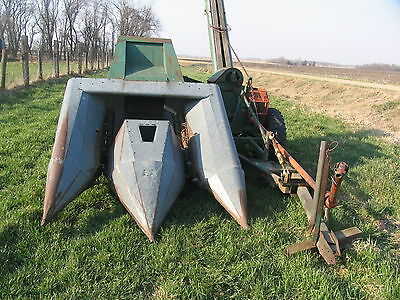 New Idea 326 2-Row Corn Picker Pull Behind Wide Row