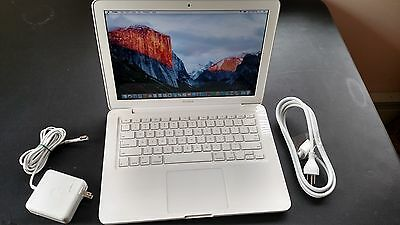 "Apple MacBook White.13"" MC516LL/A. A1342 250GB HDD.4 GB RAM. OS X Sierra 2017."