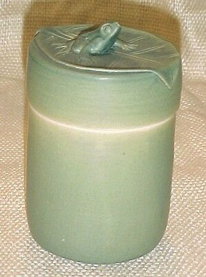 Bali Celadon Green Ceramic/Pottery Round Box w/Frog/Lillypad Top/Lid FREE SHIP!