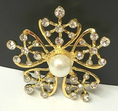 Beautiful brooch in gold colour with pearl and crystal rhinestones