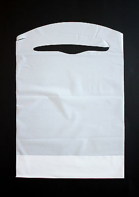 100 Pack Of Disposable Plastic White Children's Bibs Free Shipping