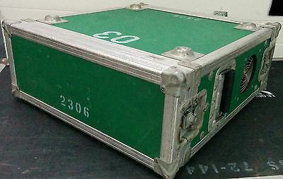 Ventillated green roadcase 4 spaces for amplifier