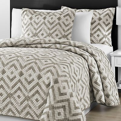 Chevron Quilted Gray & Off White 3-piece Queen & King Bedspread Coverlet Set