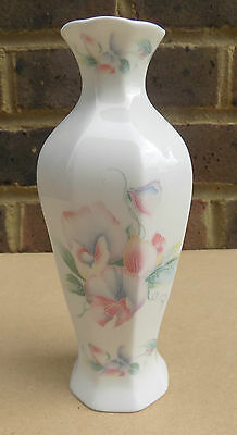 AYNSLEY Little Sweetheart Vase - Inches