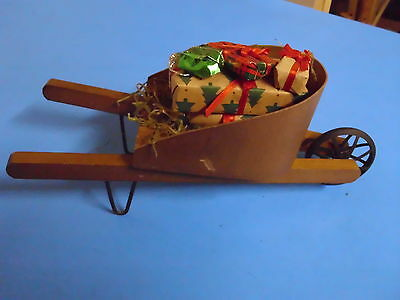 Byers Choice Williamsburg The Carolers Wheelbarrow With Gifts Accessory
