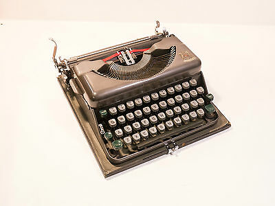 1953 Imperial Good Companion No 2 Portable Manual Typewriter.