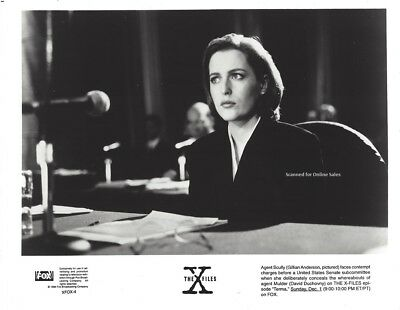 The X Files Gillian Anderson Scully Faces Contempt Charges 8x10 Photo